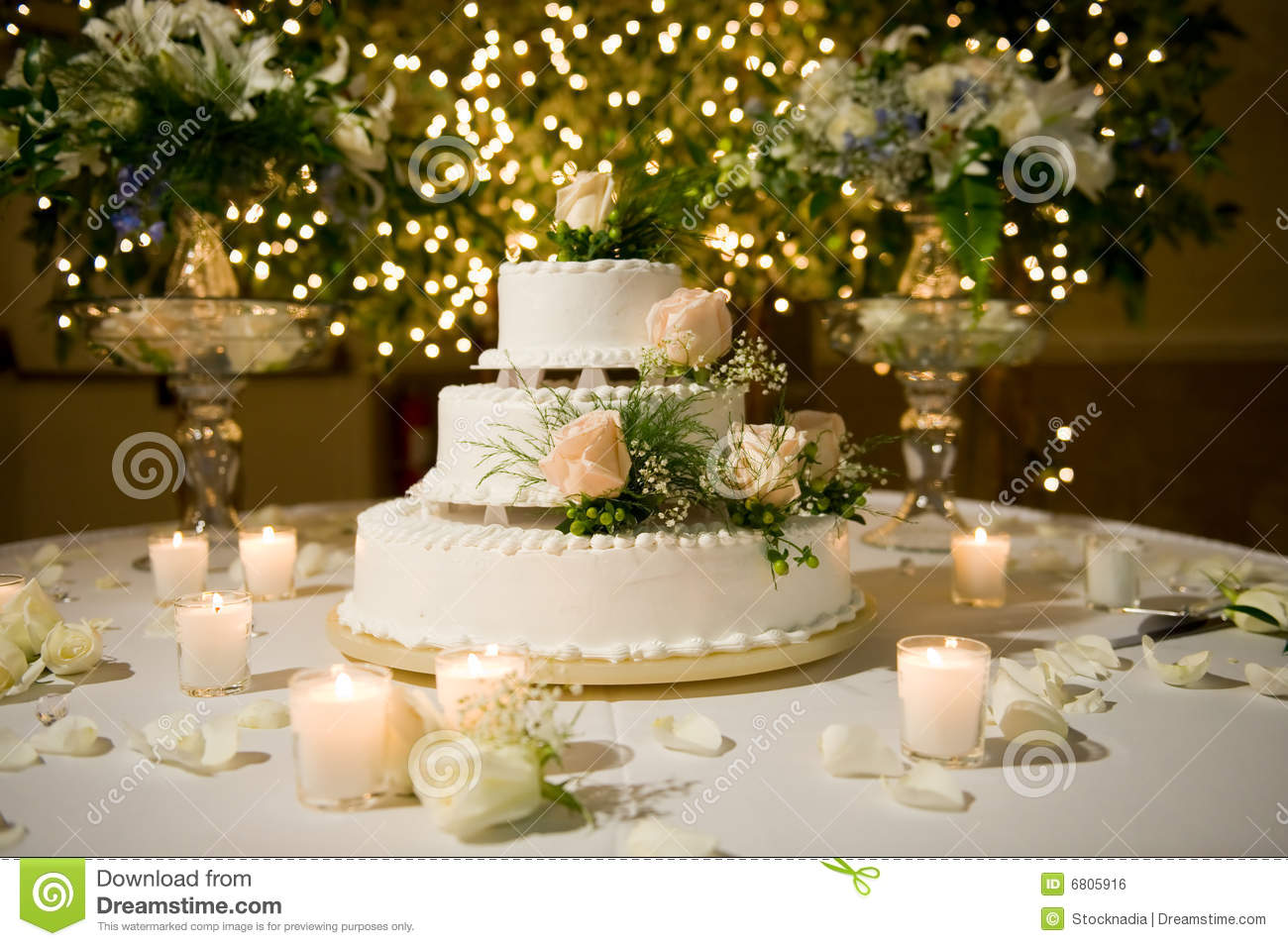 Wedding Cake On The Decorated Table Stock Photo - Image of ...